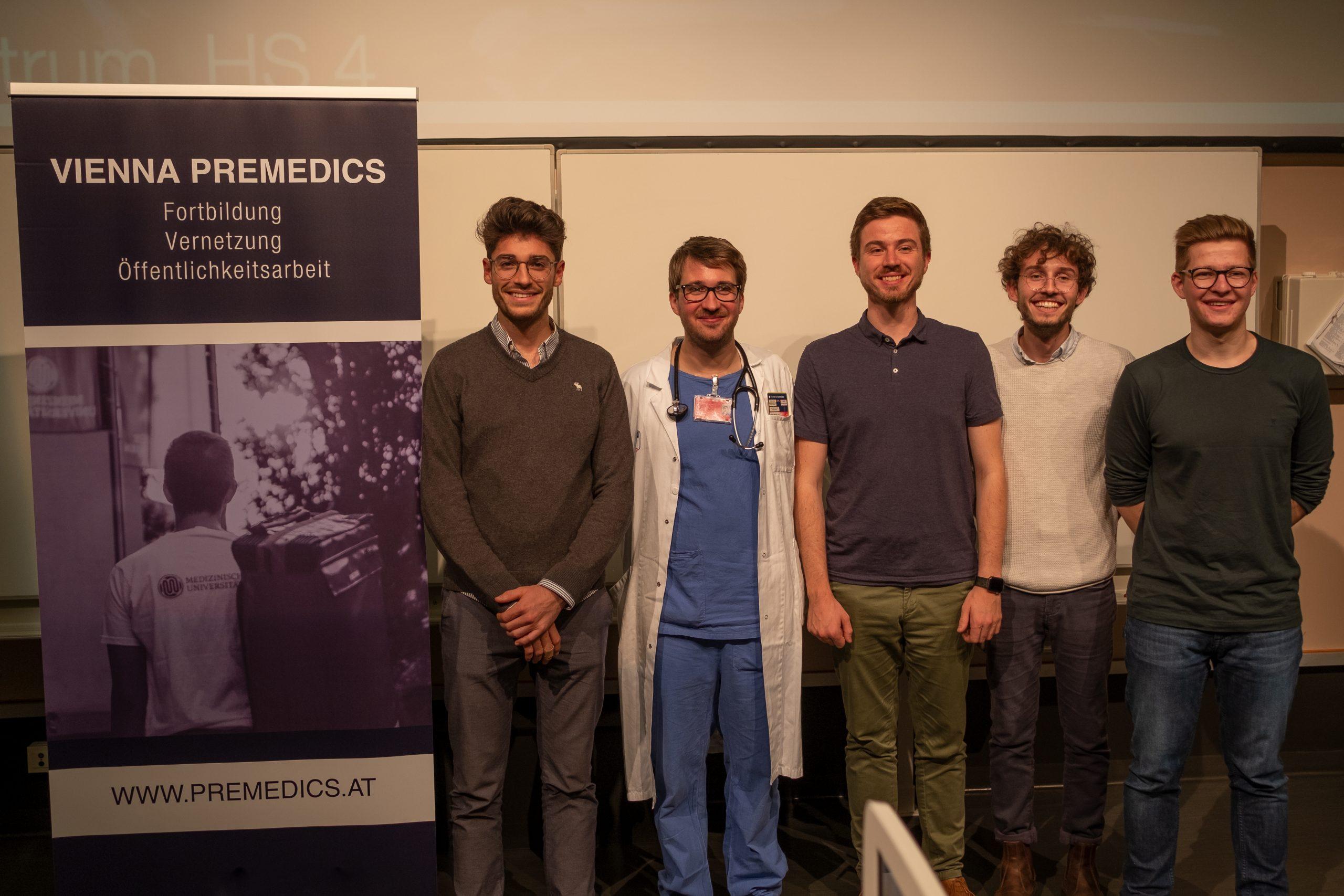 Foto der Initiatoren mit dem Vortragenden Calvin Kienbacher