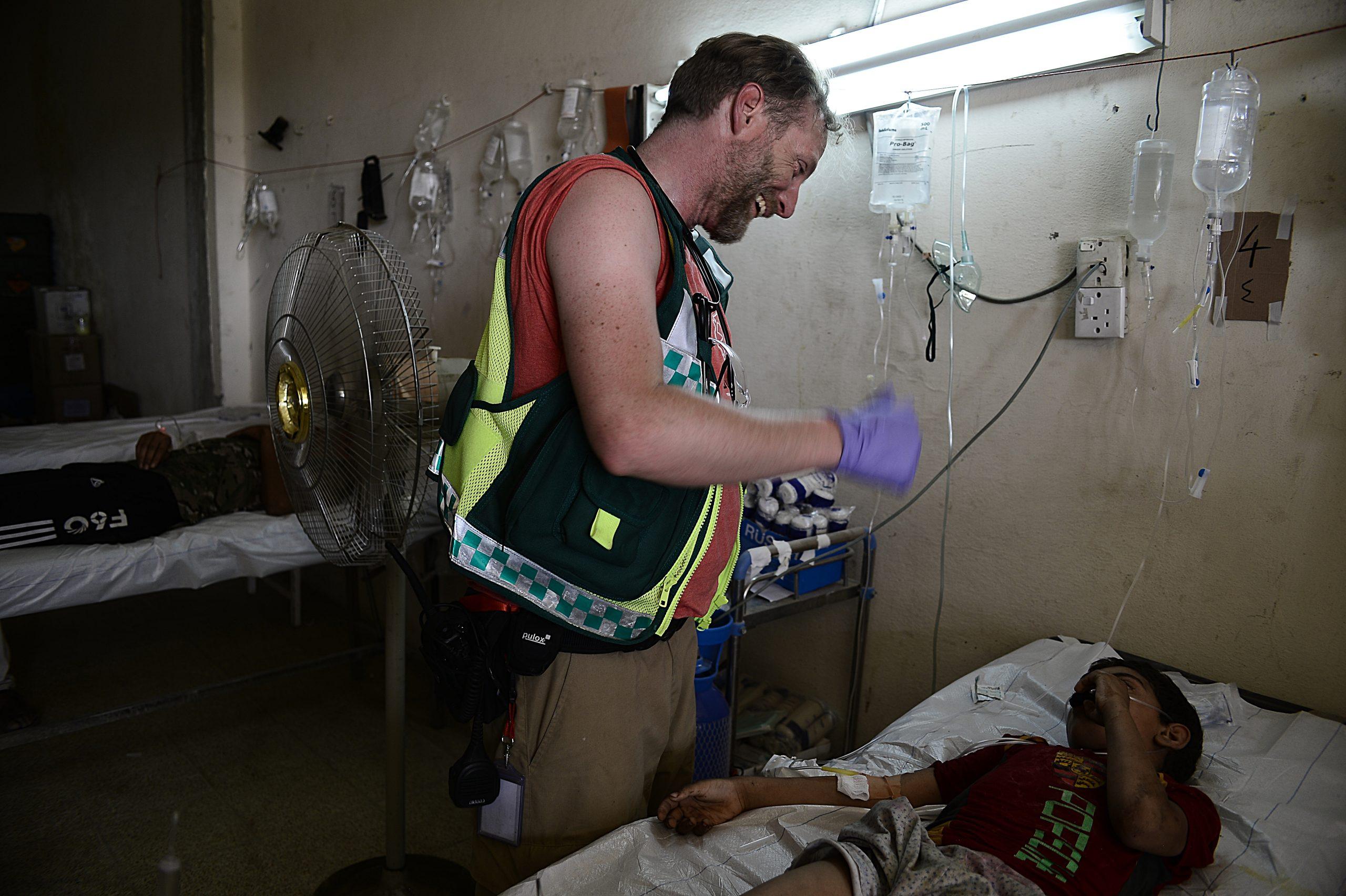 CADUS-Mitarbeiter am Spitalsbett